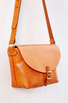 Artemis Basic Leather Shoulder Bag