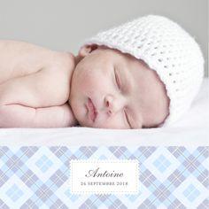 Le faire-part de naissance Écossais 4 photos habille votre annonce d'un motif chic et classique : le tartan! Une carte de naissance carrée, dotée de quatre pages personnalisables au format livret. #birthannouncement #card #tartan #lavander #blue