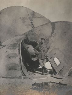 Major-General Nathaniel Barnardiston next to a wrecked gun at Fort C, Tsingtao, November 1914. -| Soldiers' Stories | WW1 | National Army Museum, London