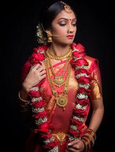 69 Ideas Wedding Photography Indian Hindus Kerala For 2019 Source by South Indian Bridal Jewellery, South Indian Weddings, South Indian Bride, Kerala Bride, Hindu Bride, Tamil Wedding, Saree Wedding, Wedding Sherwani, Bridal Lehenga