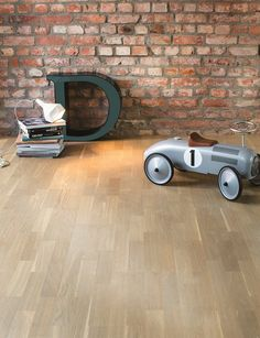 The urban wood floors exude masculinity. In the structure they are similar to the texture of the raw materials of the urban environment: concrete, asphalt, brick and stone. BOEN Parkett.