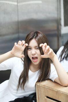 umji South Korean Girls, Korean Girl Groups, Kim Sohyun, Kim Ye Won, Summer Rain, G Friend, Music Photo, K Idol, Girl Bands