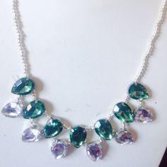 #collana in #cristalli bianchi e verde. In vendita. Fatta a mano. Info@oro18.eu Cod. Es010 #oro18 #bigiotteria #bijoux  FB: oro18 fantasie creative