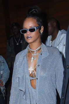 5 Wardrobe Basics Celebrities Wear on Repeat Rihanna Riri, Rihanna Style, Rihanna Fashion, Rihanna Sunglasses, Sunnies, Sultry Makeup, Red Leather Boots, Custom Made Clothing, Cut Jeans
