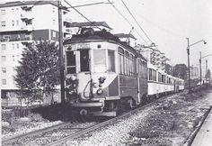 """Viale Rubicone, 1975 Un tram da Limbiate in arrivo a Milano, colto in viale Rubicone il 9 maggio 1975. Motrice """"Reggio Emilia"""" n. 92 (serie 85-92 del 1928) con rimorchi Costamasnaga (1925-28) e, penultimo, un rimorchio carenato OEFT 321-334 (1940) ancora in verde MILANO Sparita - Page 1223 - SkyscraperCity"""