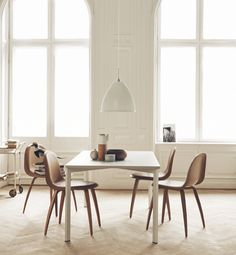 Y! Table & Gubi 5 Chairs