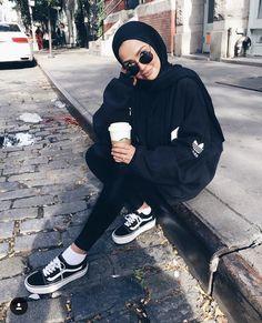 Trendy Ideas For Sport Femme Tenue Hijab Casual, Modest Fashion Hijab, Modern Hijab Fashion, Street Hijab Fashion, Hijab Fashion Inspiration, Hijab Chic, Muslim Fashion, Trendy Fashion, Sporty Fashion