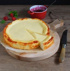 Easy and delicious Philadelphia cheesecake gluten free - Pastel de queso… Köstliche Desserts, Delicious Desserts, Dessert Recipes, Yummy Food, My Recipes, Sweet Recipes, Favorite Recipes, Cheesecake Recipes, Yummy Cakes