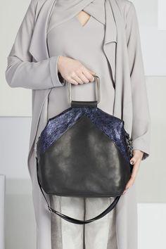 Shop powered by PrestaShop Luxury Handbag Brands, Luxury Handbags, Unique Fashion, Leather Handbags, December, Shoulder Bag, Elegant, Products, Classy