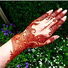 This Henna pictorial is so stylish & glamorous. This traditional Mehndi Design brings beautiful color your hands. Must try this amazing idea! Dulhan Mehndi Designs, Mehandi Designs, Mehendi, Mehndi Designs 2018, Modern Mehndi Designs, Mehndi Designs For Girls, Mehndi Design Pictures, Beautiful Mehndi Design, Heena Design