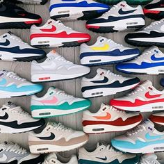 A nice, clean Nike Air Max 1 collection, by 💣💥💣💥💣💥! Shape as it should be and some dope flavours 🔥🔥🔥🔥🔥👟! What's your favourite? Best Sneakers, Sneakers Fashion, Sneakers Nike, Air Max 1, Nike Air Max 90s, Reebok, Nike Boots, Nike Kicks, Sneaker Boots