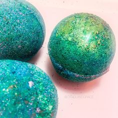 Mermaid Bath Bomb! Sweet apricot oils & Cocoa butter are incorporated into this jumbo mermaid bath bomb to smooth your skin and moisturize, along with cinnamon and 100% essential oils for the ultimate mind soothing experience! The highest quality Epsom salts are added to help with those tough days and to relax those tired muscles. #ad