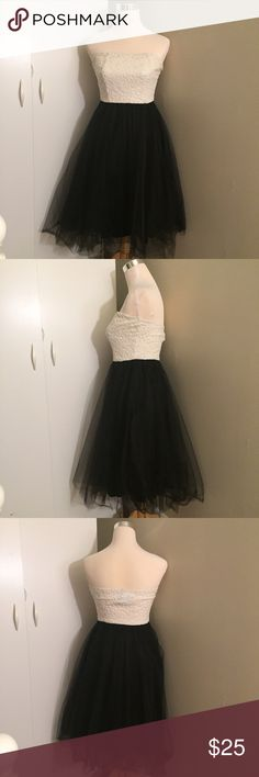 Windsor Special Occasion Dress Special occasion dress with strapless top with floral detail and tulle skirt. Polyester. WINDSOR Dresses Strapless