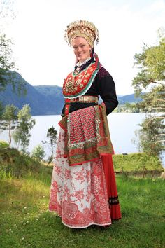 Sunnfjord, Norway bridal bunad with grovasølvet Folk Clothing, Historical Clothing, Norwegian Clothing, Norwegian Wedding, Norwegian Vikings, Scandinavian Fashion, Ethnic Dress, Bridal Crown, Folk Costume