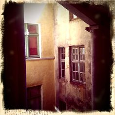 old passage #lyon #stairs #window #France #old #stjean #lomo