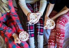 Christmas Jammie Party | Holiday or Christmas photography ideas | cozy christmas pajamas and hot chocolate @shelbslv www.prettyinthepines.com brittney rowland photography