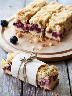 How to Make Blackberry Pie Bars Quickly And Easily Blackberry Tart Recipes, Blackberry Pie Bars, Blackberry Dessert, Köstliche Desserts, Dessert Recipes, Shortcrust Pastry, Morning Food, Churros, Sweet Recipes