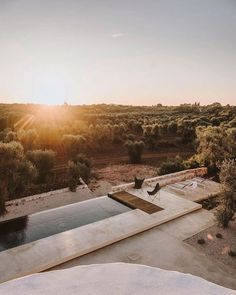 Primal desert design nailed it on the head with this one! Inspo for modern mixed boutique hotel pool. Desert Resort, Villa, Mediterranean Decor, Pool Designs, Exterior Design, Outdoor Gardens, Outdoor Rooms, Landscape Design, Beautiful Places