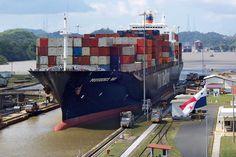 Ship Providence Bay at panama canal - Panamá – Wikipédia, a enciclopédia livre > O Canal do Panamá é uma importante rota comercial entre o Atlântico e o Pacífico. Na imagem, um Panamax na eclusa de Miraflores.