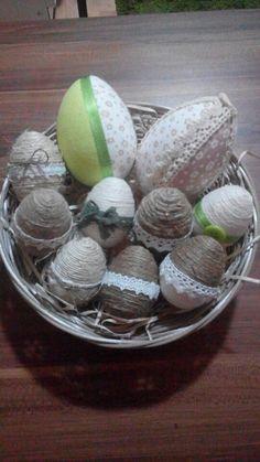 Velikonoční vajíčka z látky a provázku