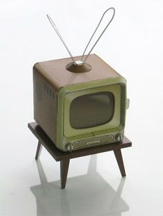 how to: paper model retro TV ( free print, click on picture)