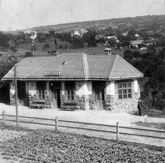 Sárkuta, később Balatonalmádi-Remetevölgy vasúti megállóhely. Budapest Hungary, Retro Vintage, Cabin, House Styles, Home Decor, Decoration Home, Cabins, Cottage, Interior Design