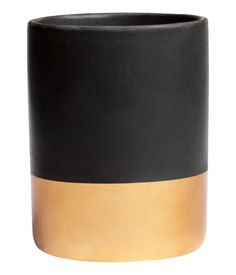 Scented candle in a ceramic holder. Diameter 3 in., height 3 3/4 in. Burn time 35 hours.