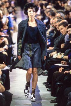 Comme des Garçons Spring 2001 Ready-to-Wear Collection Photos - Vogue