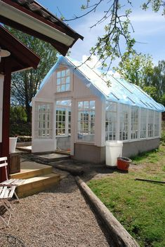 Lucky Julia with her new dream greenhouse. White Dreams: The greenhouse door Greenhouse Shed, Cheap Greenhouse, Greenhouse Gardening, Pallet Greenhouse, Homemade Greenhouse, Portable Greenhouse, Indoor Greenhouse, Greenhouse Wedding, Tunnel Greenhouse