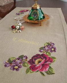 1 million+ Stunning Free Images to Use Anywhere Towel Embroidery, Hand Embroidery Stitches, Cross Stitch Embroidery, Embroidery Designs, Simple Cross Stitch, Cross Stitch Flowers, Cross Stitch Designs, Cross Stitch Patterns, Floral Bedding