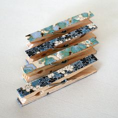 Julie Dye Craft www.juliedyecraft.com Blue Floral Decorative Clothespins / Kitchen Chip Clips / Office Organization / Stocking Stuffer / Gift