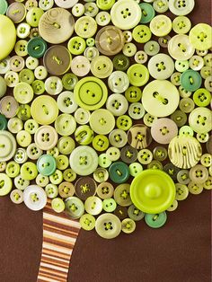 Button Treetop BHG  http://www.bhg.com/decorating/do-it-yourself/accents/creative-pillow-ideas/