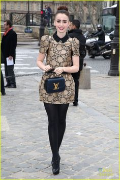 Lily Collins: LV Fashion Show in Paris: Photo Lily Collins arrives with a big smile on her face for the Louis Vuitton Fall/Winter 2013 Ready-to-Wear show during Paris Fashion Week on Wednesday morning (March… Paris Outfits, Fall Outfits, Cute Outfits, Pantyhose Outfits, Nylons, Black Pantyhose, Fashion Tights, Fashion Outfits, Womens Fashion