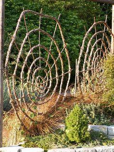 Spiral Garden, Garden Trellis, Pergola Diy, Pergola Ideas, Gothic Garden, Witchy Garden, Backyard Shade, Famous Gardens, Modern Garden Design