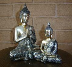 Budas meditando