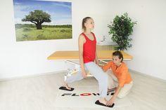 Cílem tohoto cvičení je rozehřátí pohybového systému před cvičením, posílení svalů dolních končetin, pánve a břicha, zpevnění hlubokých stabilizačních svalů páteře a zlepšení koordinace svalové aktivity Desk, Furniture, Home Decor, Desktop, Decoration Home, Room Decor, Table Desk, Home Furnishings, Office Desk