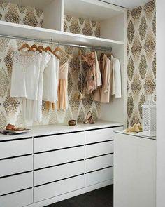 garderobe in weiß saubere linien