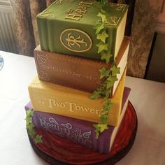The Hobbit series books cake - by Bake My Cake - Cake Wrecks - Home - Sunday Sweets for Book Lovers Pretty Cakes, Beautiful Cakes, Amazing Cakes, Game Of Thrones Torte, Creative Cakes, Creative Food, Gateau Harry Potter, Bake My Cake, Cupcakes Decorados