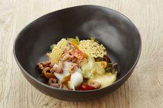 Recepten - Garnaal met gepocheerd eitje, preistoemp en Oud Brugge kaas Bistro Food, Warm Salad, Cooking Recipes, Healthy Recipes, Cook At Home, Fish And Seafood, Food For Thought, Feta, Entrees