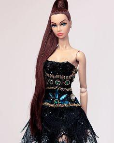 Outfit by Minh Tu Barbie Fashion Royalty, Fashion Dolls, That Poppy, Glamour Dolls, Barbie World, Famous Celebrities, Barbie Dress, Dark Fashion, Strapless Dress Formal