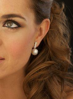 Golden Jewelry, Pearl Jewelry, Gemstone Jewelry, Jewelery, Jewelry Design Earrings, Cute Jewelry, Necklace Designs, Pearl Drop Earrings, Bridal Earrings