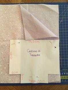 Un piccolo progetto di cucito per principianti come me, segui le istruzione e le immagini per creare due bellissimi e utilissimi cestini di tessuto in soli 20 minuti. Sewing Tutorials, Sewing Crafts, Sewing Projects, Quilt Patterns, Sewing Patterns, Vide Poche, Sewing Stitches, 20 Min, New Hobbies