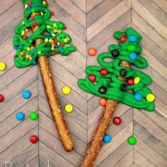Pretzel Christmas Trees... cute idea and easy enough to do.