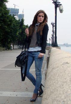 New grey heels  , Zara en Jeans, H en Jerseys, zara en Chaquetas, Stradivarius en Tacones / Plataformas