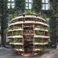 Ein Garten, der in die Höhe wächst anstatt sich über Beete flächendeckend auszubreiten? Was zunächst nur schwer vorstellbar scheint, erhält mit **The Growroom** ein Gesicht: Der Selbstbau-Garten wächst nämlich über mehrere Ebenen zur grünen Kugel heran.  SPACE10, IKEAs externes Zukunftslabor geht mit der Entwicklung des Growrooms auf Herausforderungen des begrenzten Raumes in urbane Ballungsräume und gleichzeitigen Wunsch nach mehr Natur, Selbstbestimmung und Rückzugsmöglichkeiten ein…