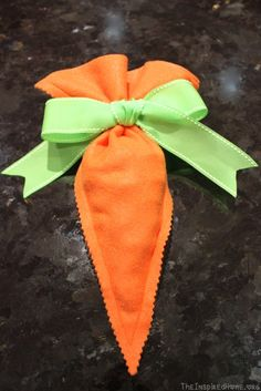 TheInspiredHome.org // Felt Carrot Goodie Bags {Tutorial} A quick and simple way to spruce up your Easter baskets! Great for candy, snack and small non-candy items.