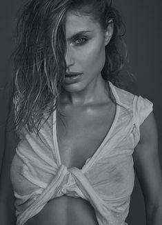 La sexy Maja Krag se desnuda en exclusiva para Esquire