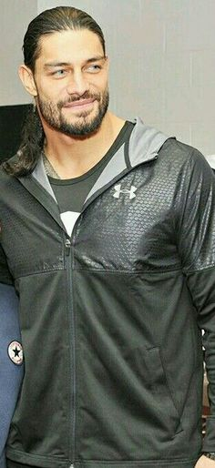 Roman reigns is and always my favorite WWE heavyweight champion hero