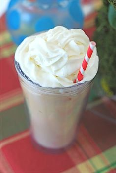 Nutella Iced Coffee + Susty straws! http://www.sustyparty.com/products/colorful-biodegradable-striped-paper-straws