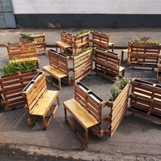 Brothers in Benches: Pallets Offer Public a Place to Sit | Urbanist